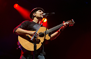 Jason Mraz by Aloysius Lim for Live Nation Lushington Singapore